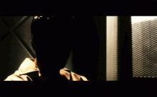 Na, wer ist das bloß? Anm.: Der Trailer ist nichts für Zuschauer mit Aversionen gegen Blut und so.
